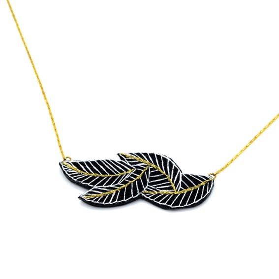 bijoux créateur Lyon collier feuilles noir et or