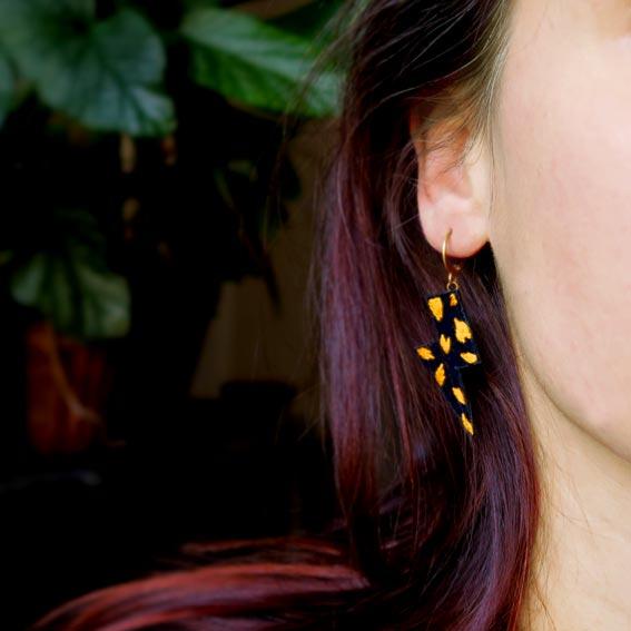 bijoux créateur Lyon boucles d'oreilles éclairs léopard cuir or