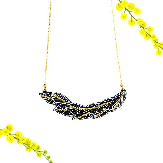 bijoux créateur Lyon collier feuille or cuir broderie