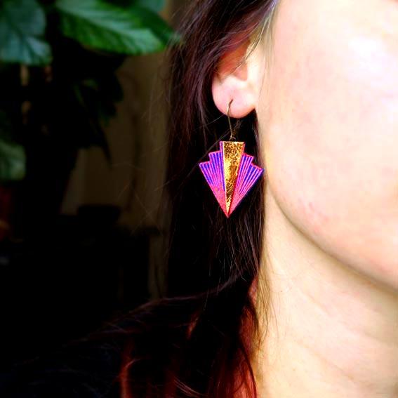 bijoux créateur Lyon boucles d'oreilles art déco cuir doré or graphique bijou brodé Lyon