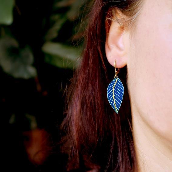 bijoux créateur plume Lyon boucles d'oreilles art déco cuir doré or graphique bijou brodé Lyon