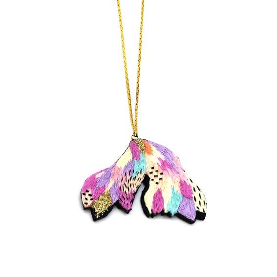collier créateur Lyon brodé multicolore pastels cadeau fait main