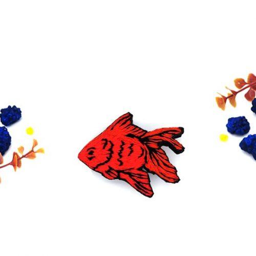 broche brodée poisson rouge lyon fait main bijoux créateur